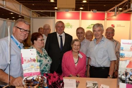 Die Mannschaft mit Karl – Josef Laumann (CDU), Staatssekretär im Bundesministerium für Gesundheit und der BAGSO – Vorsitzenden, Frau Professor, Dr. Dr. Ursula Lehr.